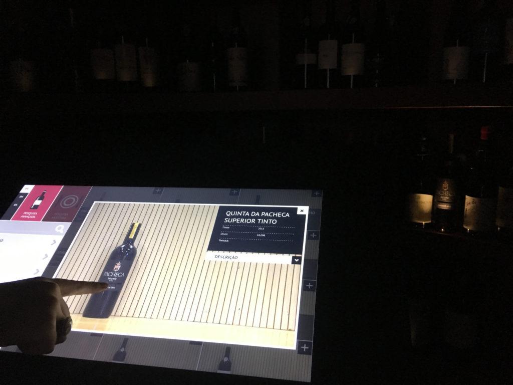 Mesa-vinhos